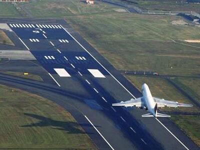 菲律宾马尼拉机场跑道关闭近36小时重开