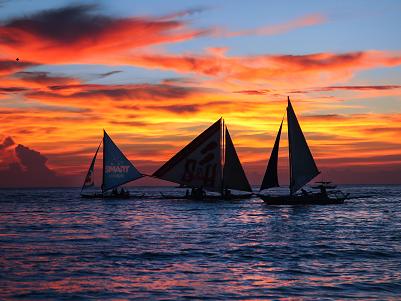 菲律宾一艘载有11名中国游客的船只翻沉 无人员伤亡